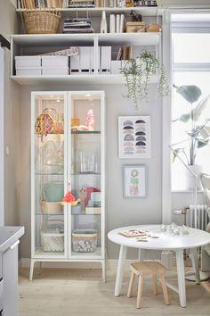 Vidrio templado Ikea Pax, Glass Cabinet Doors, Glass Shelves, Ikea Inspiration, Blue Cabinets, Adjustable Shelving, Glass Panels, Bed Linen, New Homes