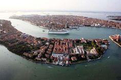 Βενετία: Πρόστιμο 500 ευρώ σε όσους σέρνουν βαλίτσες με ροδάκια