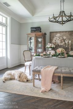 Spring Table Setting in Soft Pink Tones - Sanctuary Home Decor Bright Decor, Farmhouse Style Decorating, Cottage Decorating, Farmhouse Design, Bright Homes, Elegant Homes, Romantic Homes, Modern Farmhouse Kitchens, House And Home Magazine