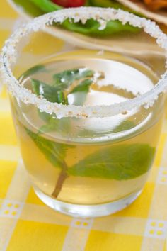 A lemony tea twist on the classic! Epicure Recipes, Healthy Drinks, Healthy Recipes, Limoncello, Lemon Lime, Margarita, Punch Bowls, Smoothies, Good Food