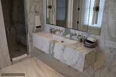 A stylist bathroom design example with marble slabs. Marble Slabs, Calacatta Marble, Double Vanity, Natural Stones, Interior Design, Bathroom, Home Decor, Nest Design, Washroom