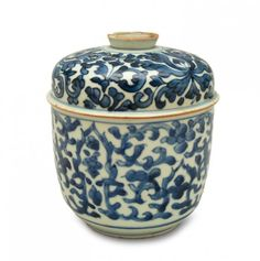 Vessel with cover, China, 18th c. porcelain, underglaze blue paints; decorated with tendrils; height 14.5 cm
