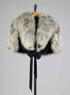 fur stole with silk lining | 1938 | #vintage #1930s #fashion