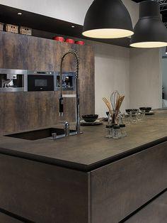 Neolith kitchen worktop, Neolith Kitchen Line Iron Kitchen Wet Bar, Old Kitchen Tables, Open Plan Kitchen Dining, Stone Kitchen, Kitchen Stove, Modern Kitchen Interiors, Modern Kitchen Design, Interior Design Kitchen, Minimal Kitchen