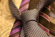 Men'S ties: fashion tips for the dapper gent Human Resources, Men's Accessories, Tie A Necktie, Business Professional Attire, Vetements T Shirt, Tie Styles, Custom Ties, Tie Knots, Mens Fashion