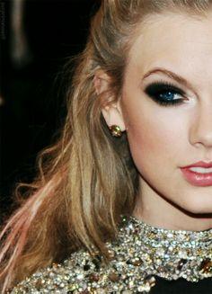 Taylor Swift Black Smokey Eye