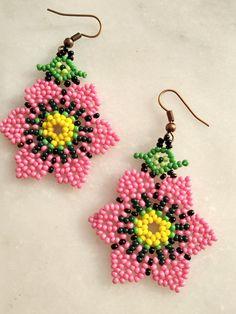 Crochet Earrings Pattern, Beaded Earrings Patterns, Seed Bead Earrings, Beaded Flowers Patterns, Beading Patterns, Bead Embroidery Jewelry, Beaded Embroidery, Beaded Banners, Bead Loom Bracelets