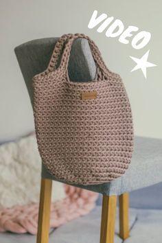 How to crochet a bag VIDEO tutorial – Crochet Bag İdeas. Diy Crochet Projects, Crochet Bag Tutorials, Crochet Diy, Crochet Tote, Crochet Handbags, Crochet Purses, Crochet Videos, Tutorial Crochet, Free Crochet Bag