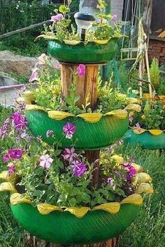 Enchanting Old Tires As Garden Planters To Copy Now 28 Tire Planters, Flower Planters, Garden Planters, Garden Crafts, Garden Projects, Garden Ideas, Yard Art, Tire Craft, Painted Tires