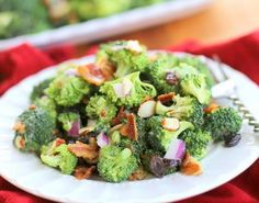 Easy Salad Recipes: 42 Recipes for Thanksgiving | Who would have thought that salads would make for such great Thanksgiving recipes? Serve them as starters or side dishes!