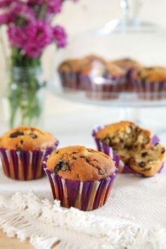 ΥΛΙΚΑ 300 γρ. αλεύρι, 2 κουταλάκια μπέικιν πάουντερ, ½ κουταλάκι μαγειρική σόδα, ¼ κουταλάκι αλάτι, 200 γρ. ζάχαρη, 1 μεγάλο αβγό, 180 γρ. γάλα, 125 γρ. ελαιόλαδο, 2 κουταλάκια ξύσμα ... Read More Sweets Recipes, Muffins, Food And Drink, Cupcakes, Breakfast, Food Cakes, Morning Coffee, Muffin, Cupcake