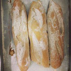 Pão de centeio que será servido sobre queijo roquefort com cebolas caramelizadas um dos itens da seleção de amouse bouche que o #Chenascimento vai servir hoje a noite no jantar da confraria cavalheiros do vinho hoje a noite no hotel Casa Curta em Garibaldi no RS.