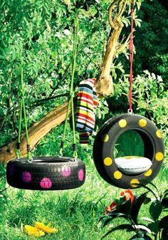 Balançoire coloré réalisée avec des pneus