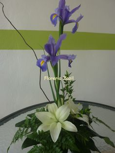 Centerpiece  white & purple  Centro de mesa de Iris con lilis #Floreriascancun #Floresbodascancun #Floresbodasrivieramaya