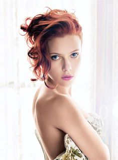 Hollywood superstar Scarlett Johansson is getting harassed and slandered by the Israel-hating … Beautiful Redhead, Beautiful People, Beautiful Women, Simply Beautiful, A Line Haircut, Mario Sorrenti, Foto Art, Belle Photo, Pinup