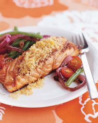 These plump center-cut salmon fillets, marbled with healthy fat, are lacquered with mint-and-lemon-infused honey, then topped with crisp rosemary-scented breadcrumbs. Kosher Recipes, Cooking Recipes, Fish Dishes, Main Dishes, Lemon Salmon, Glazed Salmon, Crumb Recipe, Healthy Grilling Recipes, Skinny Recipes