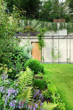 jardin privé - conception : pergola acier et plantation VEREAL arch www.moreno.lu