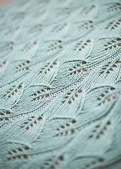 So lovely knit in Valley Yarns Valley Superwash DK >> Ravelry: MichelleMez's Leafy Baby Blanket