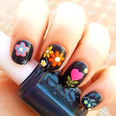 Uñas negras con flores - Black nails with flowers