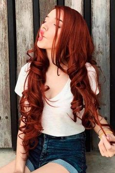 Hair Color 2018 Brunette hair tends to get overlooked, but it is really quite stunning. There are so many gorgeous rich and lush shades of brunette! From chestnut to honey brown to chocolate, the possibilities are unlimited! Hair Color 2017, Red Hair Color, Hair Colors, Hair Lights, Light Brown Hair, Light Hair, Dying Your Hair, Stunning Brunette, Beautiful Hair Color