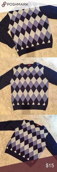 Cool Izod Argyle Sweater!♦️Womens L/XL or Mens S/M Classic-but-modern IZOD argyle sweater. (Shoot, IS this argyle? I don't know the rules! I went to public school!) Could be a great closet staple - 100% cotton, sharp navy/heather grey combo, & a tighter-style knit, which gives a smooth overall feel- not rough or scratchy. As comfy as a sweatshirt IMO. The weird part is sizing. It's tagged XL, but its not: a) big enough to be a men's XL (more like M or larger S) or b) visibly tailored for a…