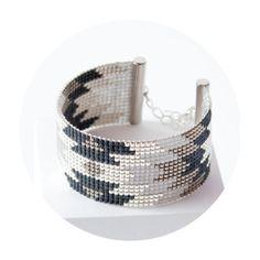 Manchette tissé Aina, bracelet tissé à la main en perles miyuki / bead woven bracelet with Japan beads  ------DESCRIPTION------   Longueur du bracelet : entre 13 et 14 cm de - 16653164