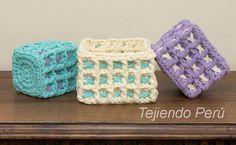 Paso a paso: canastas cuadradas tejidas en el punto waffle crochet XL con trapillo!