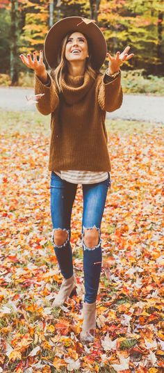 brown cowl-neckline sweater and distressed blue-washed jeans - Damen Schuhe Trendy Outfits, Cute Outfits, Fashion Outfits, Womens Fashion, Fashion Trends, Black Outfits, Gold Fashion, Fast Fashion, Trendy Fashion