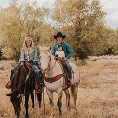 Rodeo Star Ryder Wright And Wife Cheyenne Wow In This Photoshoot By Maddy Beins Photography - COWGIRL Magazine Maddy recently photographed one of rodeo's favorite couples, Ryder Wright, the 2017 World Champion Bronc Rider, and his wife Cheyenne. Country Family Photos, Cute Country Couples, Country Couple Pictures, Cute Couple Pictures, Cute Couples Goals, Country Family Photography, Cowboy Family Pictures, Western Baby Pictures, Western Photography