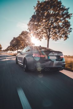 Der BMW M4 in Höchstform. Rolling shots im Sonnenuntergang sind doch immer was feines. Autofotografie at it's best. #bmw #m4 #rolling #rollingshot Bmw M4, Around The Worlds, Instagram, Design, Autos, Landing Gear, Rolling Stock, Sunset