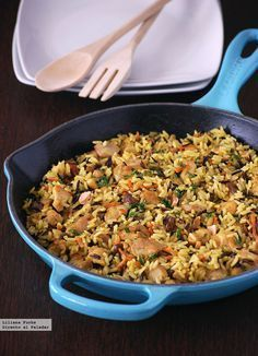 Pilaf de pollo con arroz salvaje y frutos secos: receta completa en una sartén Cereal Recipes, Rice Recipes, Salad Recipes, Healthy Recipes, Healthy Treats, Recipies, Savoury Dishes, Tasty Dishes, Quiches