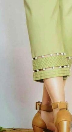 New pant patter - Pakistani Fashion Casual, Pakistani Dress Design, Pakistani Dresses, Indian Dresses, Formal Dresses With Sleeves, Sleeves Designs For Dresses, Dress Designs, Neck Designs For Suits, Blouse Back Neck Designs