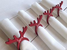 Wooden Christmas Decorations, Christmas Signs Wood, Table Decorations, Christmas Ornaments, Christmas Projects, Christmas Time, Xmas, Wood Crafts, Diy And Crafts