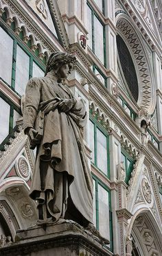 Monumento a Dante  di fronte alla Basilica di Santa Croce, Firenze