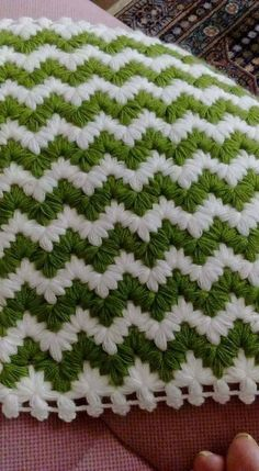 Diy Crafts - This Pin was discovered by Hat Crochet Flower Tutorial, Crochet Flower Patterns, Crochet Stitches Patterns, Baby Knitting Patterns, Crochet Designs, Crochet Flowers, Puff Stitch Crochet, Crochet Fox, Tunisian Crochet