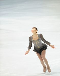 I always tear up inside when I see 연아 perform Les Miserables. Ice Skating, Figure Skating, Kim Yuna, Takeshi Kaneshiro, Les Miserables, Photo Poses, Simply Beautiful, Frocks, Skate
