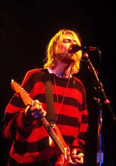 use your illusion : Photo Kurt Cobain Style, Kurt Cobain Photos, Nirvana Kurt Cobain, Dave Grohl, Foo Fighters, Courtney Love, Donald Cobain, Music Stuff, Beautiful Boys