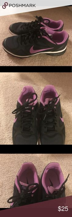 Nike Dual Fusion Sneakers Size 7 Black/Purple Great condition Nike Shoes Sneakers