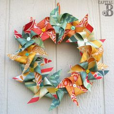 Are you ready for the BIGGEST ROUNDUP YET? Well, ready or not, here it is! Today I have 70 amazingly creative DIY Wreaths for you. These diy wreaths reach across all seasons, all types and all… Wreath Crafts, Diy Wreath, Door Wreaths, Wreath Ideas, Crafts To Do, Paper Crafts, Diy Crafts, Simple Crafts, Crafty Craft