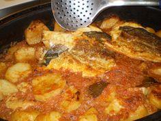 Μπακαλιάρος Πλακί Αλά Αμάλθεια Greek Cooking, Cooking Fish, How To Cook Fish, I Want To Eat, Greek Recipes, Fish And Seafood, Paella, Macaroni And Cheese, Curry