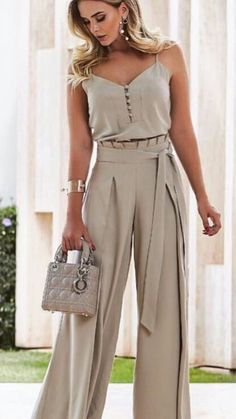 45 pantalones to update you wardrobe jumpsuit romper sleeveless playsuit Pin by Giannoulaki marily on Trends outfit 2018 in 2019 Sweater cardigan required I would never show my arms but I like this Luxe Fashion New Trends - Page 6 of 2668 - Luxe Casual St Classy Outfits, Chic Outfits, Elegante Jumpsuits, Look Fashion, Womens Fashion, Fashion Trends, Fashion Beauty, Modest Fashion, Fashion Dresses