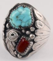 Elvis Presley owned and wore this beautiful Native American turquoise ring in the early 1970's. At that time this kind of jewelry became quite popular and Elvis wore a lot of it, including the Squash Blossom necklaces, bracelets and turquoise rings. This Navajoturquoise ring was one of Elvis' favorites.