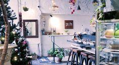 【新宿】cafe&bar phonic:hoop  03-6380-6604 東京都新宿区新宿5-10-1 第2スカイビル1F Open Hours: (平日) 18:00-27:00