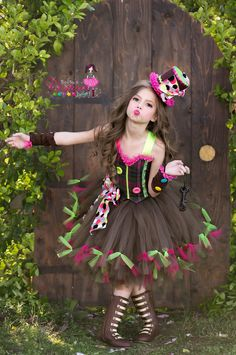 Ready ti ship Mad Hatter inspired dress size on Etsy*** This listing is for coordinating Arm sleeves only *** Mode Halloween, Halloween Costumes For Kids, Kids Costumes Girls, Halloween Halloween, Vintage Halloween, Halloween Makeup, Mad Hatter Costumes, Tutu Costumes, Costume Ideas