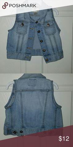 OSHKOSH Girls Jean Vest OSHKOSH Girls Jean Vest size 5 Osh Kosh Jackets & Coats Vests