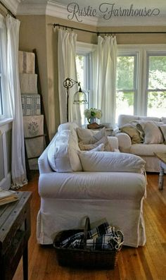 12 Rustic Farmhouse Living Room Furniture Images for the house of your dreams! Bungalows, Living Room Furniture, Living Room Decor, Dining Room, Malbaie, Farmhouse Curtains, Rustic Farmhouse, Farmhouse Style, Decoration
