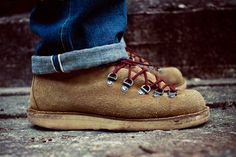 MOUNTAIN LIGHT TAN SUEDE | DANNER