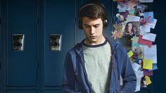 Nach dem verblüffenden Selbstmord einer Teenagerin kommt ein Mitschüler in den Besitz von Kassetten, die das Rätsel um ihren tragischen Entschluss lösen könnten.