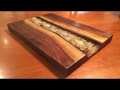 Make an EPOXY River Serving Board! - Custom tumbler cups - Epoxy Dirty Pour Technique On Custom Countertops Tutorial Diy Chopping Boards, Diy Cutting Board, Epoxy Resin Wood, Diy Epoxy, Custom Countertops, Epoxy Countertop, Coral Door, Wood River, Got Wood