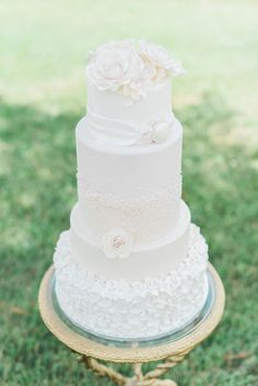 """Puffy Muffin is ecstatic to be featured in Classic Bride with a group of incredibly talented vendors to showcase our wedding cakes. Images by Christy Wilson Photography. """"Today's styled shoot celebrates everything wonderful about a Southern garden wedding. The creamy blooming hydrangeas at Carnton Plantation in Franklin, Tennessee, made a perfect backdrop for the team's ivory color palette sprinkled with natural greenery."""""""